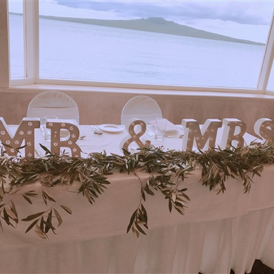 LED Mr & Mrs